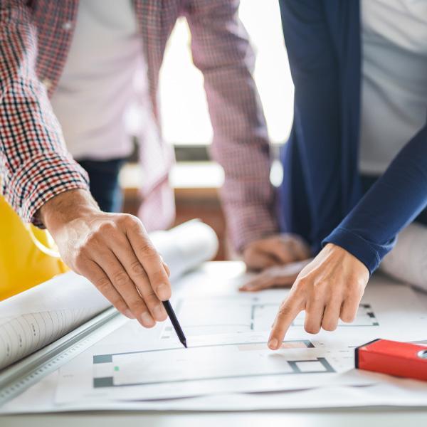 konstruktorzy analizują projekt